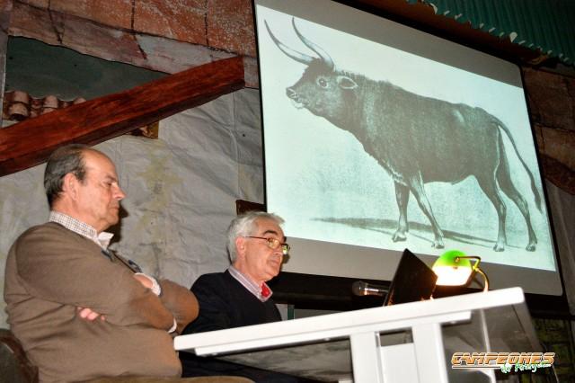 José Ortiz con el presentador de la conferencia Don Tomás Ruiz Cabrera, historiador del Real Sitio de Aranjuez y gran aficionado y entendido del mundo taurino.